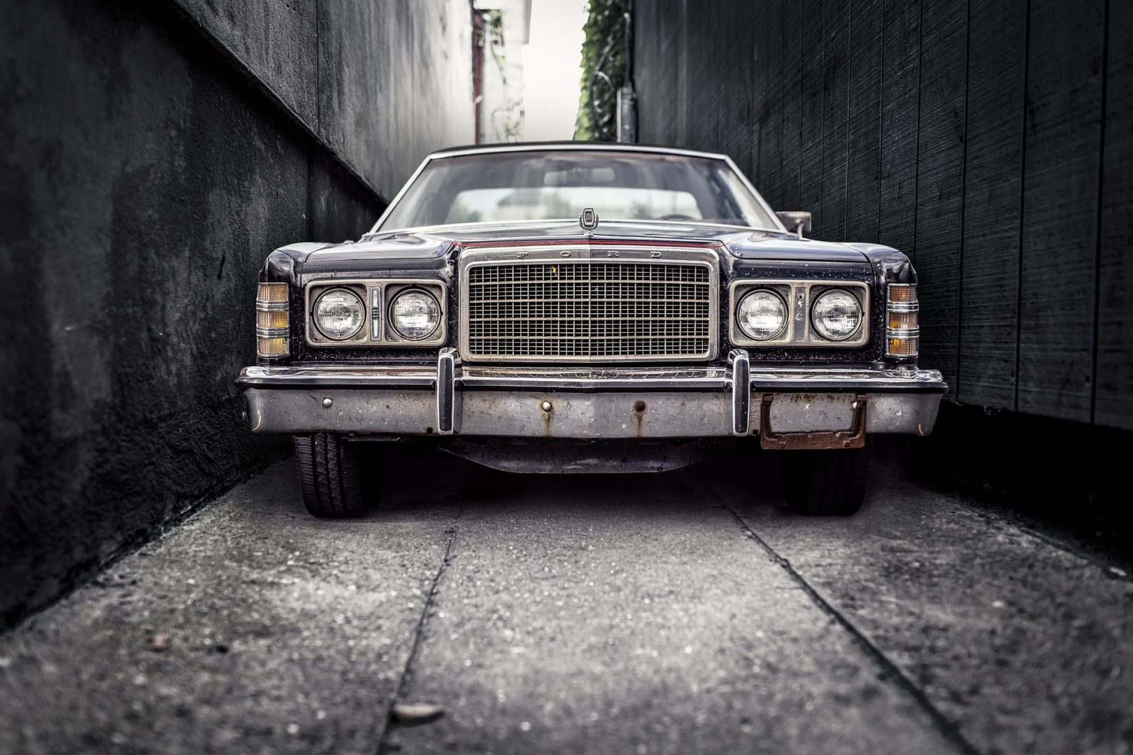 Vintage Cars You Can Find on OLX