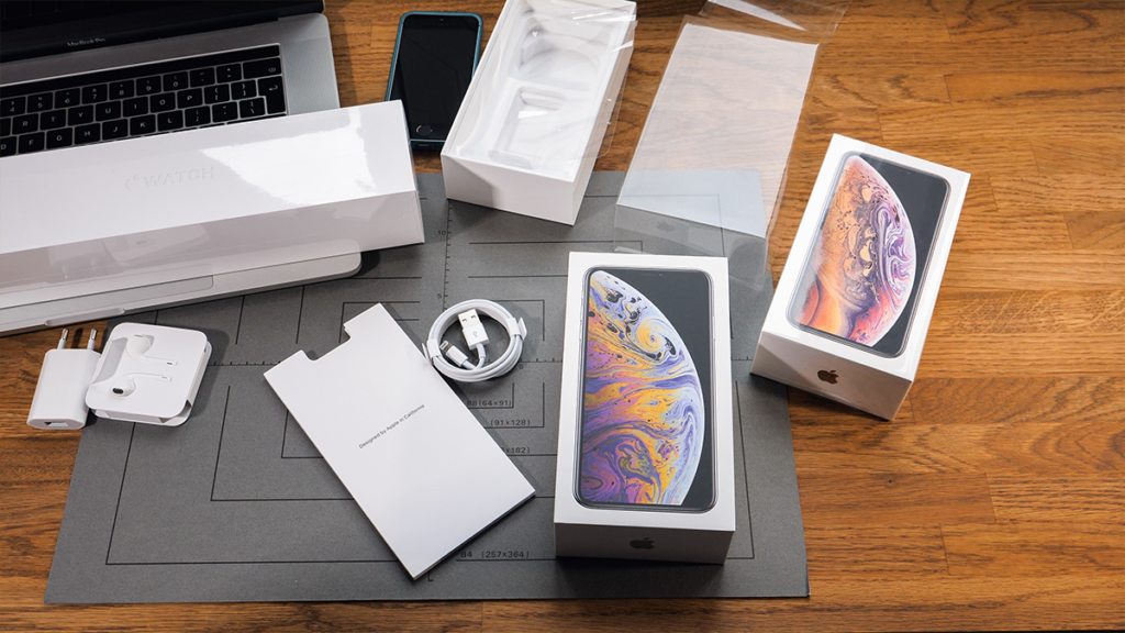 Generic view of iphones and apple products being unboxed.