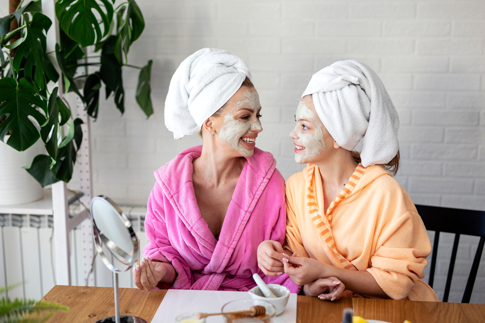 skin-care-with-daughter